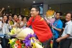 Đoàn học sinh Olympic Toán rạng rỡ khi về đến Việt Nam