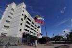 Video: Đặc vụ tình báo lái trực thăng, ném lựu đạn xuống tòa án tối cao Venezuela