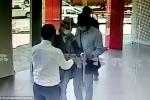 Video: Bảo vệ nhẹ nhàng khiến băng cướp ngậm ngùi bỏ đi trước cửa ngân hàng