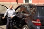 'Người bí ẩn' được Tổng thống Putin đích thân lái xe đưa đón, mở cửa phục vụ