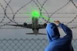 Máy bay hạ cánh ở sân bay Nội Bài tiếp tục bị chiếu tia laser