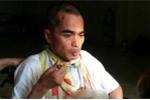 Diễn viên Nguyễn Hoàng đã tự ăn được sau một năm tai biến