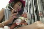 Video: 'Hotgirl' Bella phì phèo hút thuốc và liếm con gây phẫn nộ