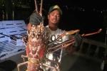 Video: Cận cảnh tôm hùm 'quái vật' khổng lồ ở vùng Tam giác quỷ Bermuda
