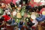 Ảnh: Đại gia đình gần 70 người mổ lợn, gói bánh chưng đón Tết giữa Thủ đô