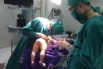 Quảng Ninh: Phẫu thuật tạo hình cho bé trai 8 tháng tuổi không có hậu môn