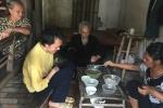 Bữa ăn với nồi canh mướp loãng của vợ chồng cựu thanh niên xung phong và bầy con điên dại