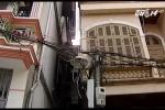 Rùng mình căn nhà 4 tầng nghiêng 30 độ có thể sập bất cứ lúc nào ở Hà Nội