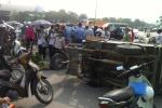 Va chạm với xe 'thương binh', một nữ sinh nhập viện