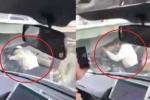 Hoảng hồn clip xe máy liều mạng chui qua gầm container để thoát tắc đường