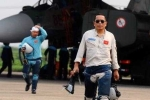 Thăng quân hàm cho phi công Su-30MK2 Trần Quang Khải
