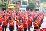 Trên 1.500 nhân viên Tổng công ty VTC mặc áo đỏ sao vàng và nhảy flashmob mừng 2/9