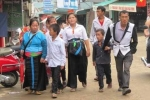 Người Mông 'rồng rắn' xuống phố vui Tết Độc lập
