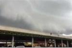Clip: Đám mây sóng thần xuất hiện khiến người Thái Lan hoảng sợ