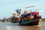 Video: Tàu tham gia lễ hội lật chìm ở biển Gành Hào - Bạc Liêu