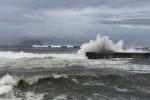 Trường học, văn phòng đóng cửa trước giờ siêu bão Megi đổ bộ
