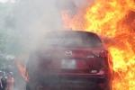Đỗ gần đống rác, xe hơi tiền tỷ bốc cháy trơ khung