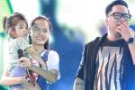 Phạm Quỳnh Anh bế em bé bị lạc lên sân khấu tìm mẹ ngay trong lúc diễn