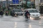 Mưa bão tại Hà Nội, giá cước taxi online  Uber, Grab tha hồ 'chặt chém'