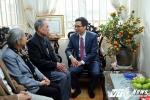 Phó Thủ tướng Vũ Đức Đam chúc Tết nhà văn Ma Văn Kháng, GS Pierre Darriulat