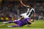 Sergio Ramos ăn vạ thô thiển khiến cầu thủ Juventus nhận thẻ đỏ