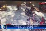 Clip toàn cảnh tài xế xe buýt hung hãn dùng dao đâm người giữa phố