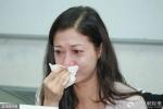 Bồ cũ khóc nức nở giữa họp báo, tuyên bố không nhận một xu từ Thành Long