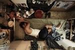 Video: Cảnh sống trong những căn nhà vài m2, cả đời đi nghiêng người giữa thành phố xa hoa