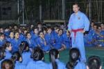 Người phát ngôn Bộ Ngoại giao Việt Nam dạy võ miễn phí cho sinh viên