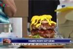 Cận cảnh bánh hamburger dát vàng 24K giá 1,4 triệu đồng siêu xa xỉ