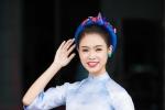 'Cô gái vàng' của Hoa hậu Việt Nam mặc áo dài phố cổ, thử tài làm MC