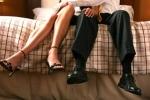 Bắt quả tang cán bộ y tế vào khách sạn với người yêu cũ