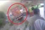 Tài xế thiện nghệ cứu xe tải khỏi rơi xuống vực ngoạn mục