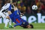 Lionel Messi: Cái cúi đầu sau cú ngã sấp mặt