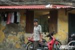 Đã sống cô độc, người đàn ông tâm thần còn bị hàng xóm vô đạo đức ném rác vào nhà