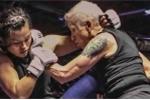 Video: Trận đấu MMA cực lạ giữa bà lão 68 tuổi với cô gái 24 tuổi