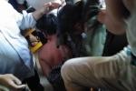 Video: Người dân quây giữ 2 kẻ tình nghi bắt cóc trẻ em ở Quảng Bình