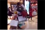 Phì cười clip dắt người yêu đi mua sắm, chàng trai biến thành 'cửu vạn'