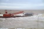 Tìm thấy hai sà lan không có người trôi dạt trên biển Thanh Hóa