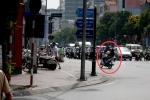 Thấy CSGT, 'quái xế' phóng vào đường ngược chiều tháo chạy
