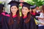 Nhan sắc xinh đẹp gây sốt của cặp chị em song sinh vừa trở thành cử nhân Harvard