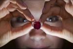 Soi từng chi tiết viên hồng ngọc được bán giá kỷ lục 30,3 triệu USD