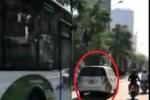 Ô tô nghênh ngang chặn đầu buýt nhanh BRT gây phẫn nộ