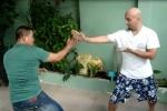 Video: Võ sư Flores tỉ thí cao thủ Pencak Silat tại Việt Nam