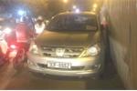 CSGT Hà Nội truy tìm chủ xe gắn giấy ra vào Bộ Công an ngang ngược cản đường giờ cao điểm