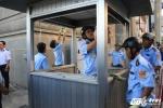 Tháo gỡ hàng loạt vọng gác công an lấn chiếm vỉa hè tại Ngân hàng Nhà nước Việt Nam