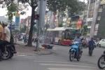 Hà Nội: Xe máy bốc cháy, người điều khiển nhanh chân thoát thân