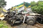 Tàu hoả đâm nát xe tải, hai người chết thảm: Hé lộ nguyên nhân ban đầu