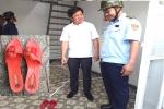 Ông Đoàn Ngọc Hải: 'Sao giữa trụ sở khu phố lại có đôi dép của gái trẻ thế này?'