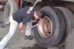 Sửng sốt xem thay lốp xe tải 'bằng cơm' chưa đến 90 giây